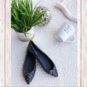 Shoes - SnakeSkin Flats ✨